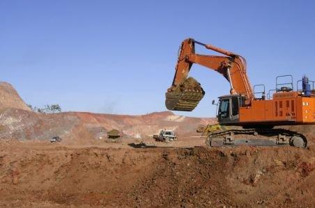 Avocatul-teroare din Târgovişte: A turnat pământ cu excavatorul peste o femeie, după ce a pălmuit-o. A tras cu pistolul cu gaze în oameni