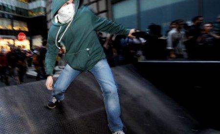 20.000 de manifestanţi şi 250 de arestaţi, la aniversarea a două luni de Occupy Wall Street. Vezi imaginile şocante