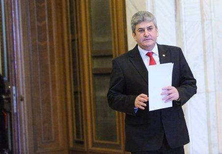 Gabriel Oprea, proslăvit într-o revistă editată pe bani publici de ministerul pe care-l conduce