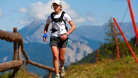 Record pe Everest: O britanică de 35 ani a alergat 320 km în 2 zile, 23 de ore şi 25 de minute