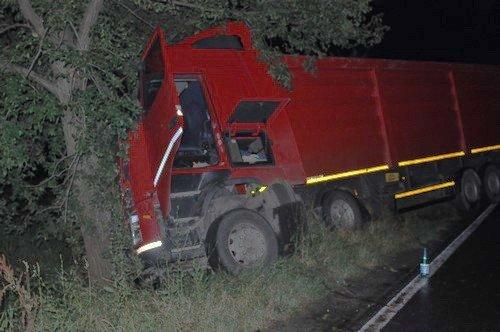 Tragic accident pe E70. Patru persoane au murit, după ce maşina lor s-a izbit frontal de un TIR