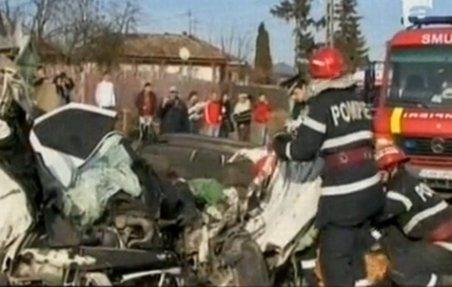 Grav accident în Iaşi. A murit strivit în maşina pentru care a trudit mulţi ani în Italia