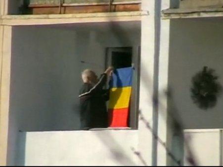 Gest de patriotism. Un român simplu se pregăteşte să sărbătorească Ziua Naţională
