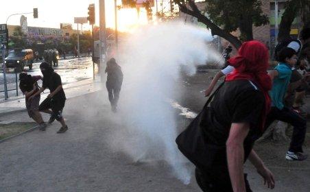 Chile. Studenţii protestează faţă de taxele mari de şcolarizare. Poliţia a intervenit cu tunuri de apă