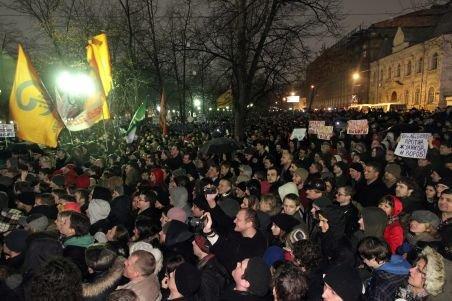 Peste 300 de manifestanţi, arestaţi la Moscova în timpul unui protest faţă de alegeri