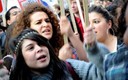 Protest spontan la liceul Jean Monnet din Capitală: Elevii protestează faţă de demiterea conducerii