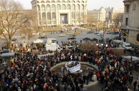 Protest violent în Piaţa Universităţii din Bucureşti. Cerem demisia Guvernului Boc! Poporul este la limită, nu mai poate!