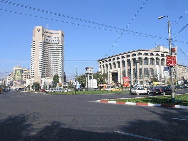 Occupy România: Mai mulţi reprezentanţi ai unor ONG-uri au fost ridicaţi de jandarmi pentru că protestau în Piaţa Universităţii
