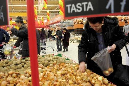 Ţăranul român, producător de legume sau fructe, pe cale de dispariţie. Intermediarul îi ia locul