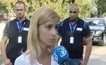 Irina Truică şi-a luat fetele acasă, după ce a aşteptat ore întregi în faţa porţii ferecate de la Snagov