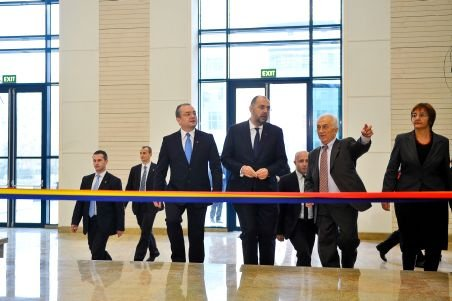 Boc, la inagurarea noului sediu al Bibliotecii Naţionale: Nu credeam că vom termina la timp, dar esenţele tari se ţin în sticle mici