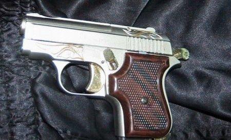 Timiş: Un bărbat a încercat să intre în ţară cu aproape o sută de arme de foc