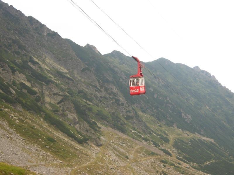 Zeci de turişti au rămas blocaţi la Bâlea Lac. Vântul puternic a oprit telecabina