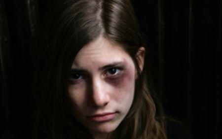 Coşmarul unei românce de 17 ani: A fost răpită de cinci pakistanezi şi obligată să se prostitueze în Grecia