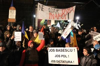 """Le Monde: Protestele din România constituie """"un şoc"""" într-o ţară cu o societate civilă """"apatică"""""""