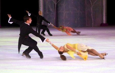 """Sala Palatului, transformată în patinoar. """"Spărgătorul de nuci"""", balet pe gheaţă în această seară"""