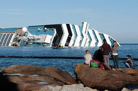 S-au reluat căutările pe nava Costa Concordia, dar şansele de a găsi supravieţuitori sunt minime