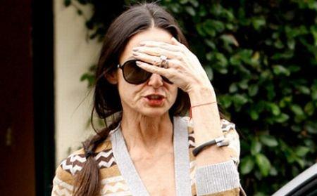 Demi Moore s-a refugiat în DROGURI? Actriţa, luată cu ambulanţa din locuinţa sa din Los Angeles