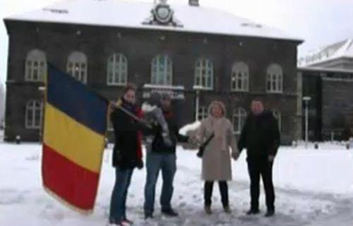 """""""Românii sunt trişti, cufundaţi în necazuri. Mulţi vor cu disperare să plece"""" Protest românesc în Islanda"""