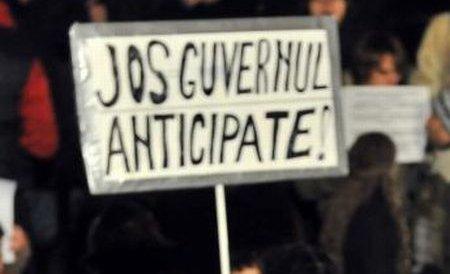 Constanţa: Aproximativ 35 de protestatari au înfruntat gerul pentru a cere demisia lui Traian Bãsescu