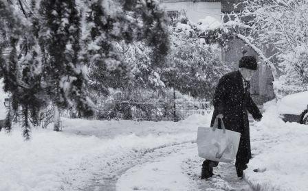 Sub zăpadă, în frig şi pe întuneric. Aşa au trăit, în ultimele zile, locuitorii din zeci de sate din Dolj