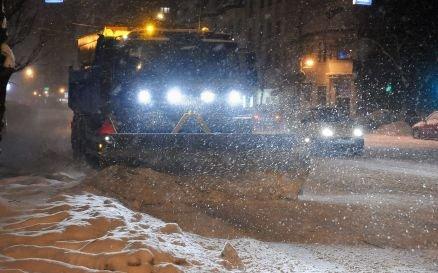"""Zăpada, îndepărtată din mila """"regilor asfaltului"""". Un apropiat al PDL primeşte 37% din bugetul pentru deszăpezire"""