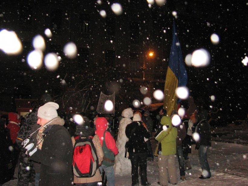"""Zăpada nu i-a speriat. Mii de oameni au gonit """"portocaliul"""" din cod, cu proteste în stradă împotriva conducerii ţării"""