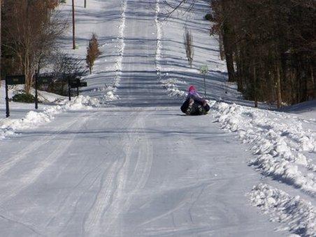 Inconştienţă la săniuş! Câţiva tineri din Mureş s-au aventurat pe gheaţă
