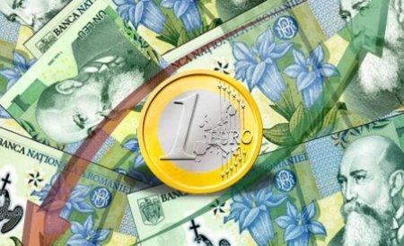 Leul a scăzut în raport cu euro şi s-a apreciat în faţa dolarului. Vezi cursul BNR