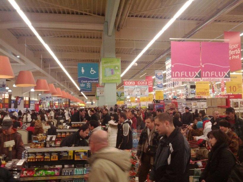 Magazinele, luate cu asalt de frica unui Cod Roşu. Oamenii şi-au făcut provizii, hypermarketurile au avut vânzări peste medie