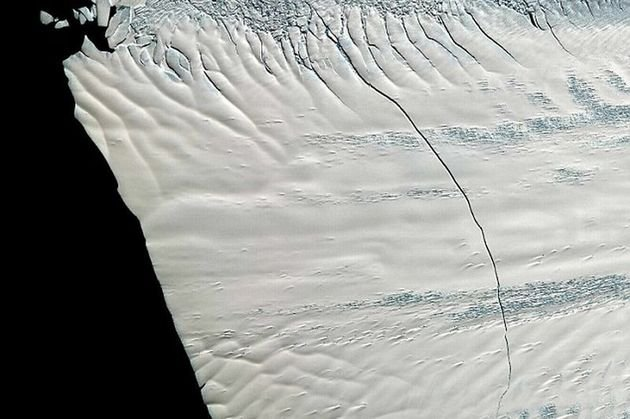 Omenirea, în pericol? Un iceberg MARE CÂT New York-ul stă să se desprindă din Antarctica. Experţii, terifiaţi