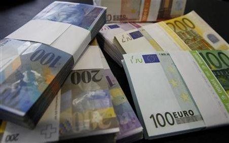 A furat jumătate de milion de euro de la banca unde lucra, dar nu a apucat să-i cheltuie