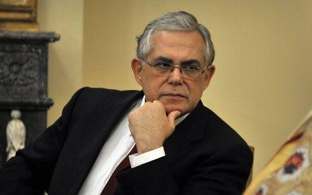 FMI, UE şi BCE cer Greciei să scadă cu 25% salariile şi pensiile