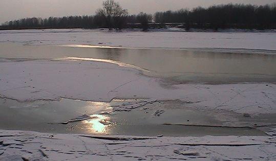 Gerul ar putea lăsa oraşe întregi fără apă. Dunărea a îngheţat în proporţie de 80%