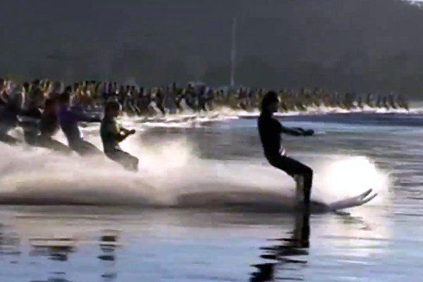 Nou record mondial: 145 de schiori nautici traşi de o singură barcă