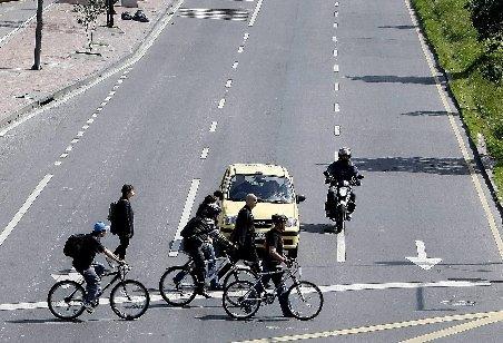 """Peste 1,5 milioane de maşini au fost lăsate în parcări în ziua """"fără maşini"""" din Bogota"""