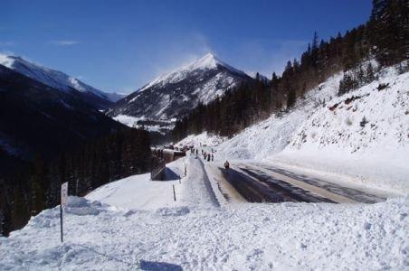 Risc de avalanşă pe DN 1A: Trafic închis de la Cheia până la limita cu Braşovul