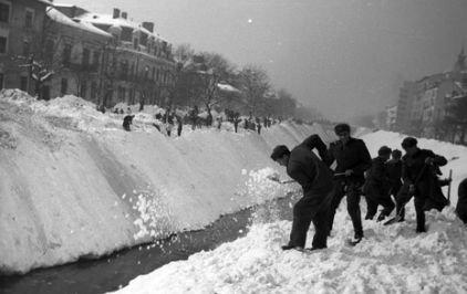 URGIA din 1954. Video cu DEZASTRUL provocat de zăpadă şi viscol