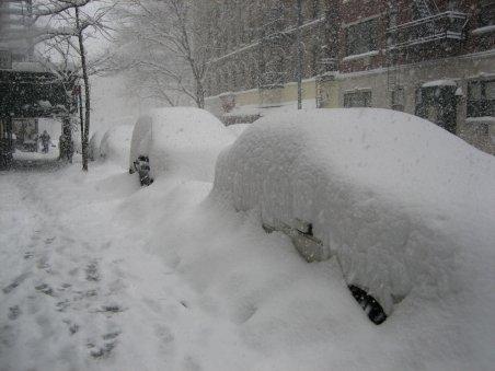 Iarna grea încurcă planurile turiştilor. Pârtiile sunt goale şi unele pensiuni pline până la refuz