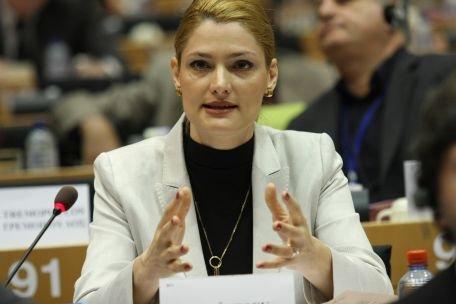 Ramona Mănescu: Guvernul român a încălcat din nou principiile democraţiei, prin semnarea ACTA
