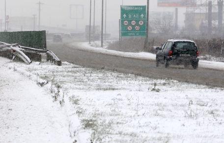 28 drumuri naţionale şi un tronson din A2, închise din cauza vremii nefavorabile
