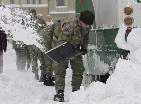 Armata trimite aproximativ 4.000 de militari în zonele afectate de ninsori
