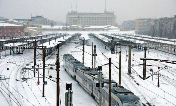 Codul portocaliu de ninsori şi viscol a paralizat jumătate de ţară. Vezi ce trenuri au fost anulate şi ce curse aeriene au întârzieri