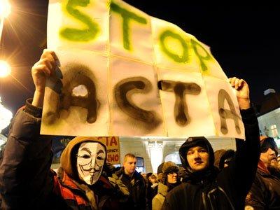 Începutul sfârşitului pentru ACTA?! Cehia suspendă ratificarea acordului, sub presiunea poporului