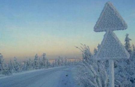 Trăiesc ca în Evul Mediu. Fără curent şi pe frig. 138 de localităţi au rămas pe întuneric
