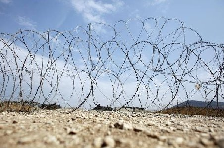 Grecia pune un gard de sârmă ghimpată la graniţa cu Turcia: 245 de persoane trec ilegal pe-acolo, zilnic