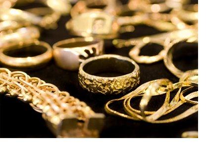 Sibiu: 15 traficanţi de bijuterii de aur, cercetaţi de procurorii DIICOT