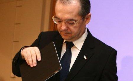 Surse: Propunerea lui Boc de înlocuire a tuturor miniştrilor PDL, discutată de Colegiul Director