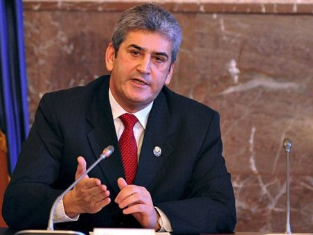 Gabriel Oprea, avizat în unanimitate pentru funcţia de ministru al Apărării