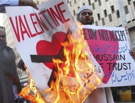 Indonezienii musulmani interzic sărbătorirea Valentine's Day